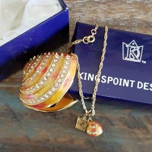 Jewelry - Kingspoint trinket box and necklace - oyster shell